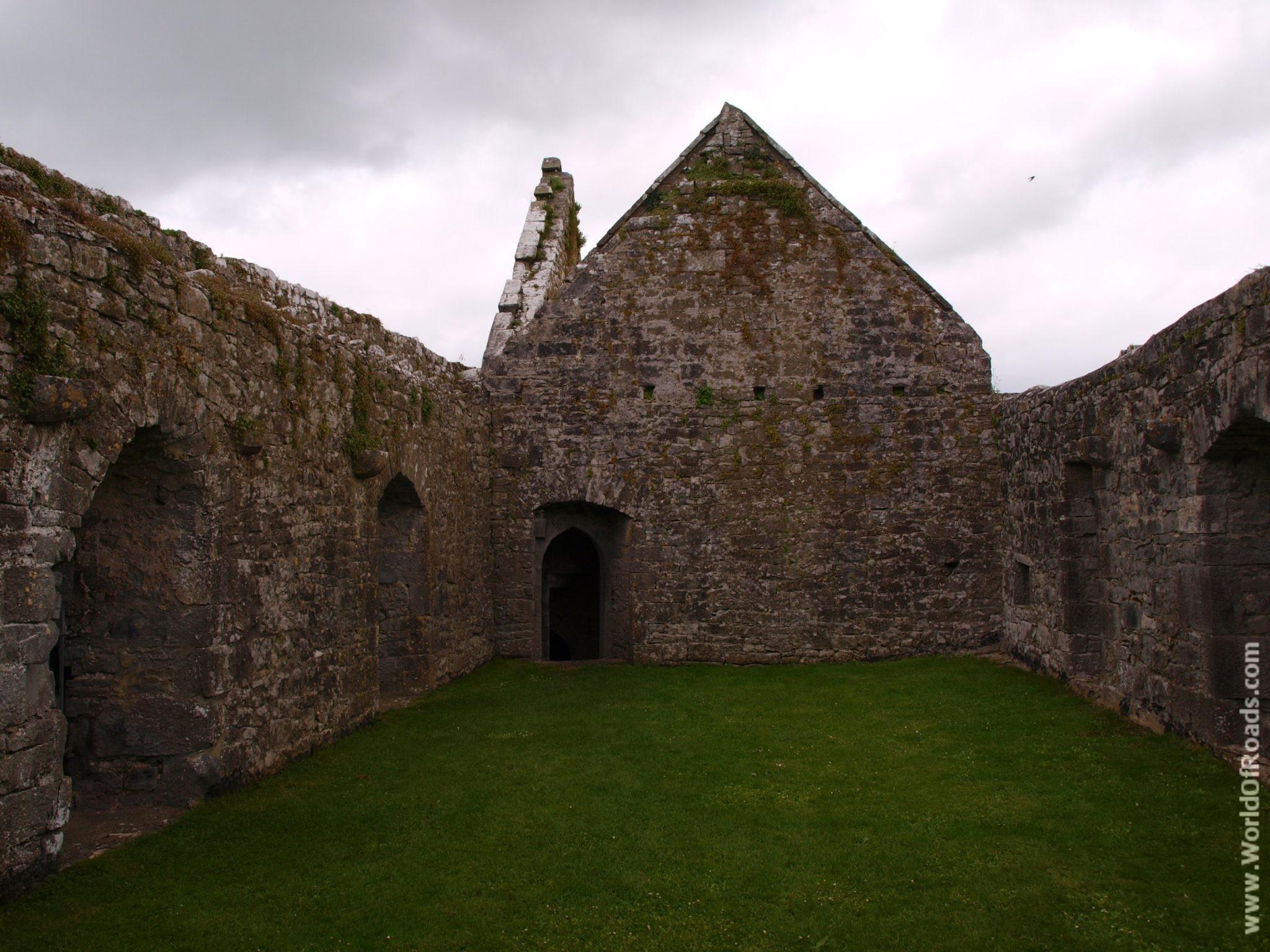 Внутри Аббатства Квин. Графство Клэр. Ирландия.