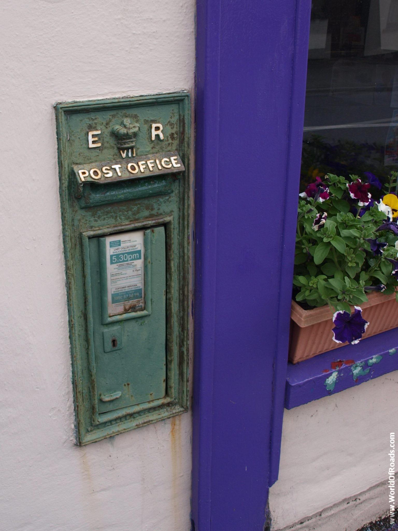 Почтовый ящик в городке Квин. Графство Клэр, Ирландия.
