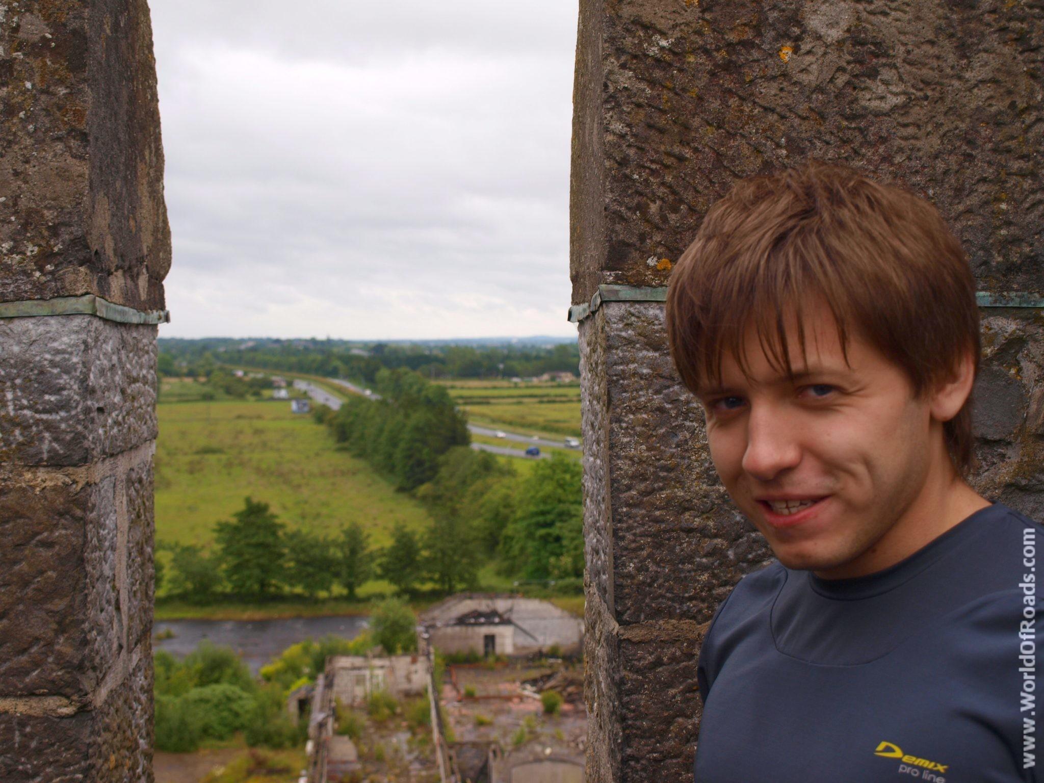 Вид с крыши замка Бунратти. Ирландия.; (Bunratti Castle)