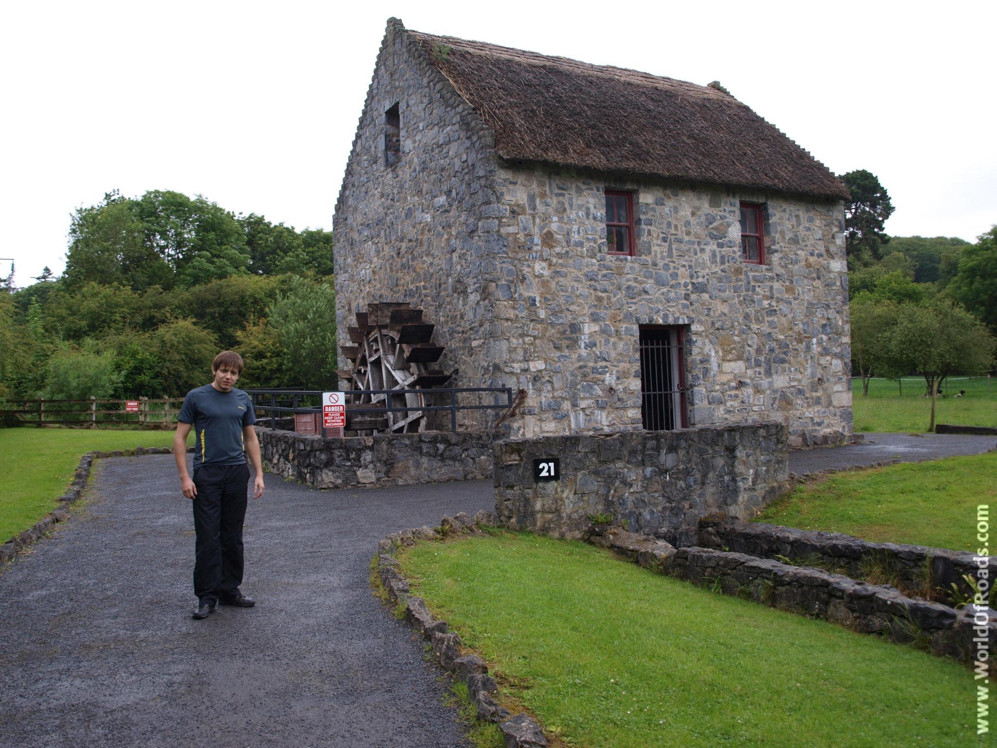 Территория замка Бунратти (Bunratti Castle). Графство Клэр, Ирландия.
