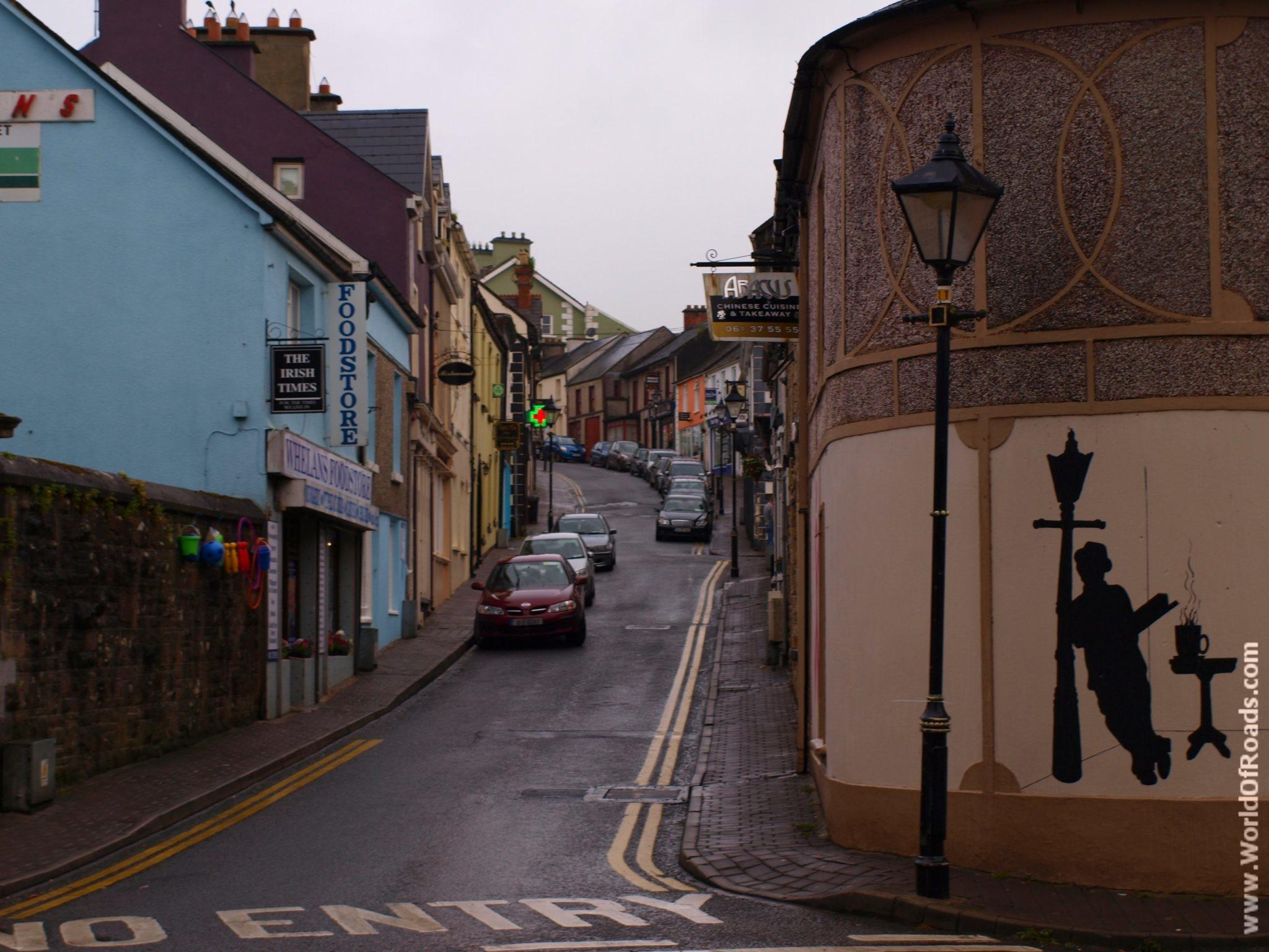 Дома и улицы города Килалое. Ирландия.