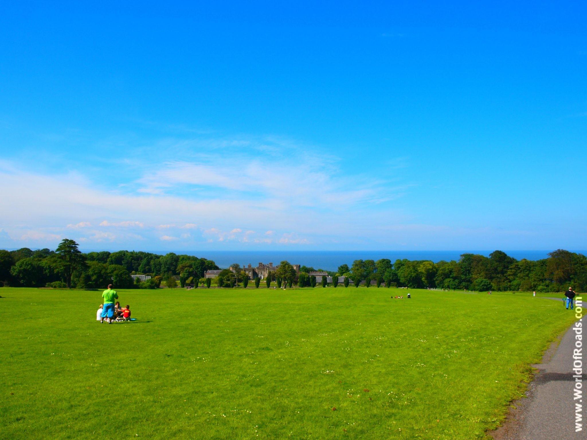 Замок Ардгиллан (Ardgillan Castle). Лужайки. Ирландия.