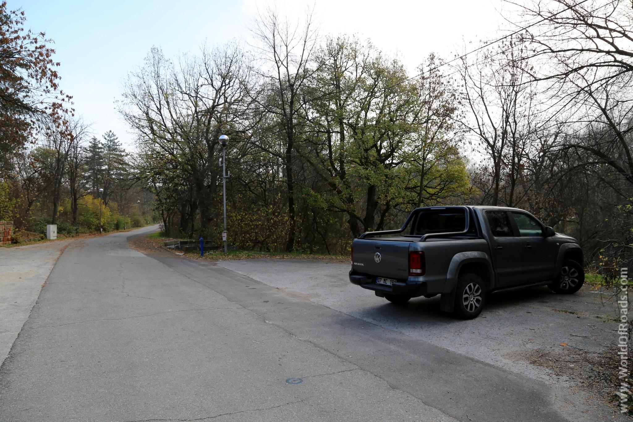 Парковка возле крепости
