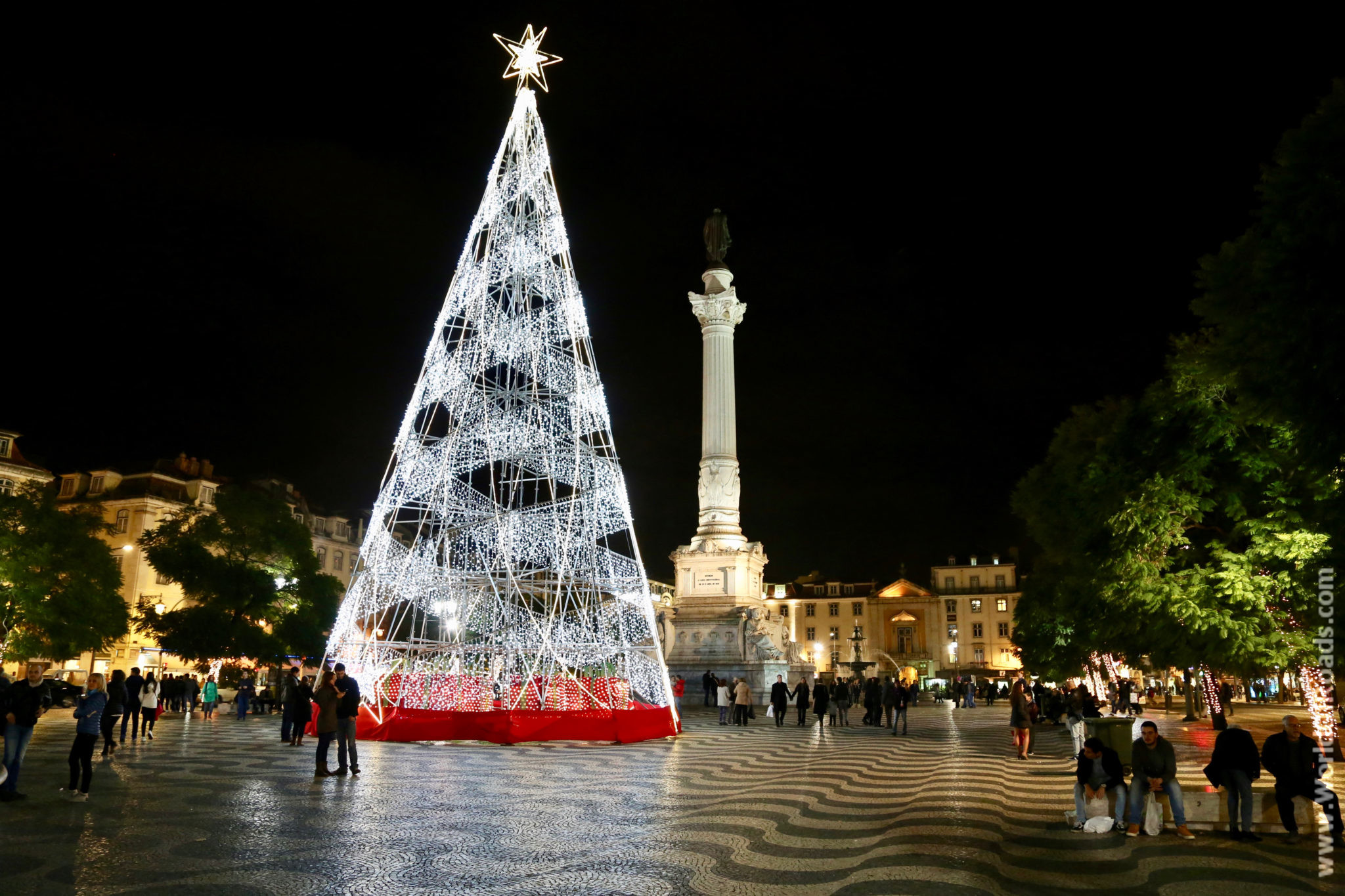 Новогодняя ёлка в Лиссабоне, Португалия